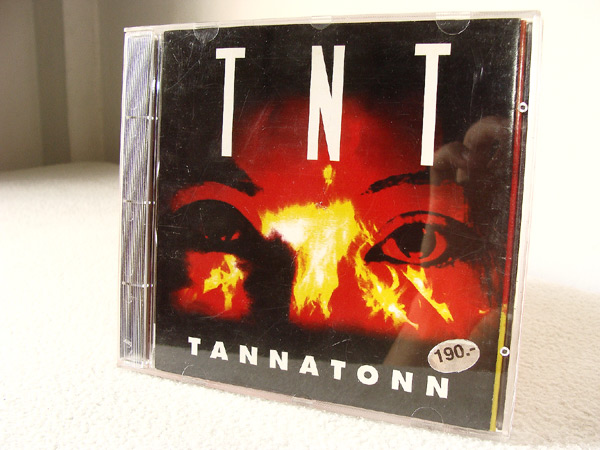 TNT red